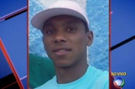 Jovem é atingido por três tiros em frente a hospital e morre