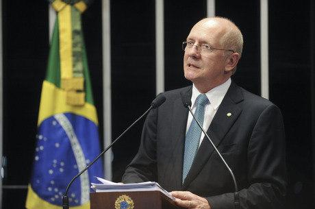 Senador Paulo Bauer falou com Aécio na noite de ontem (17)