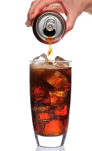 Consumo de suco de frutas não tem o mesmo efeito que o refrigerante