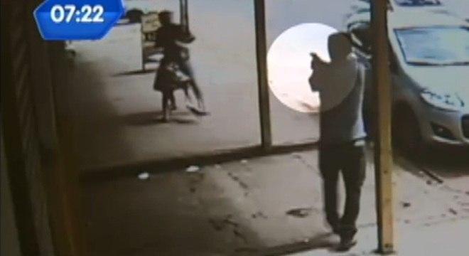 Criança é baleada durante briga entre pai e comerciante em Goiás