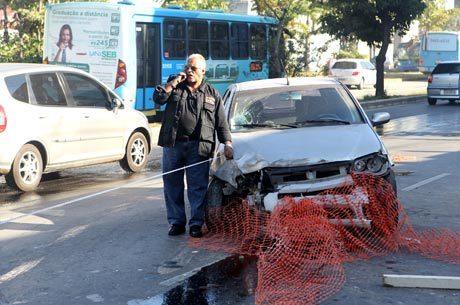 Em Belo Horizonte, um motorista embriagado perdeu o controle do carro e atropelou um casal que esperava em um ponto de ônibus; a mulher não resistiu e morreu
