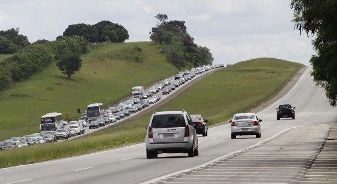Racha em rodovia Castello Branco deixa três mortos e cinco feridos