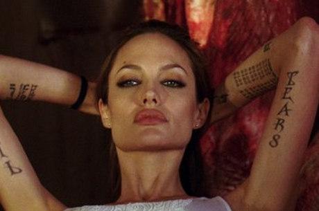 Angelina Jolie revelou que retirou os dois seios