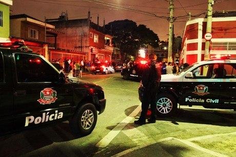 Policial Civil foi rendido quando chegada na casa da noite. Ele reagiu ao assalto e atirou nos suspeitos