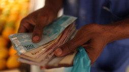 Abono começa a ser pago hoje para profissionais nascidos em julho  ()