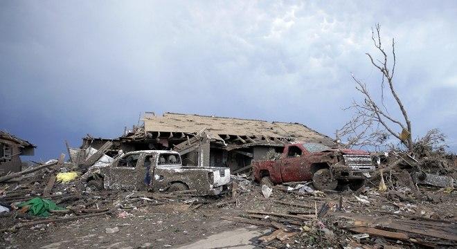 O presidente Barack Obama prometeu nesta terça-feira que os Estados Unidos serão solidários com as vítimas do tornado que devastou uma cidade nos arredores de Oklahoma City
