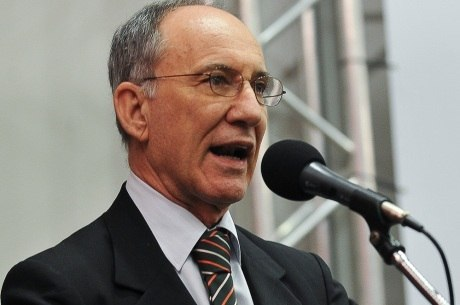 Presidente do PT, Rui Falcão admite que proposta por fim da reeleição pode estar no plebiscito