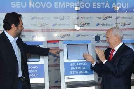 Governador Agnelo Queiroz inaugurou os terminais ao lado do ministro Manuel Dias (Trabalho)