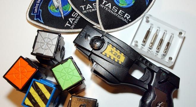 Arma de choque modelo X26, de fabricação da Taser, que foi criticada pelo relatório da Anistia Internacional
