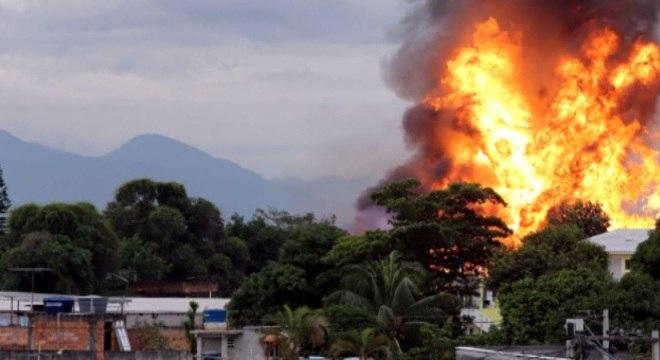 Moradores da região deixaram suas casas por orientação do Corpo de Bombeiros. A região foi isolada