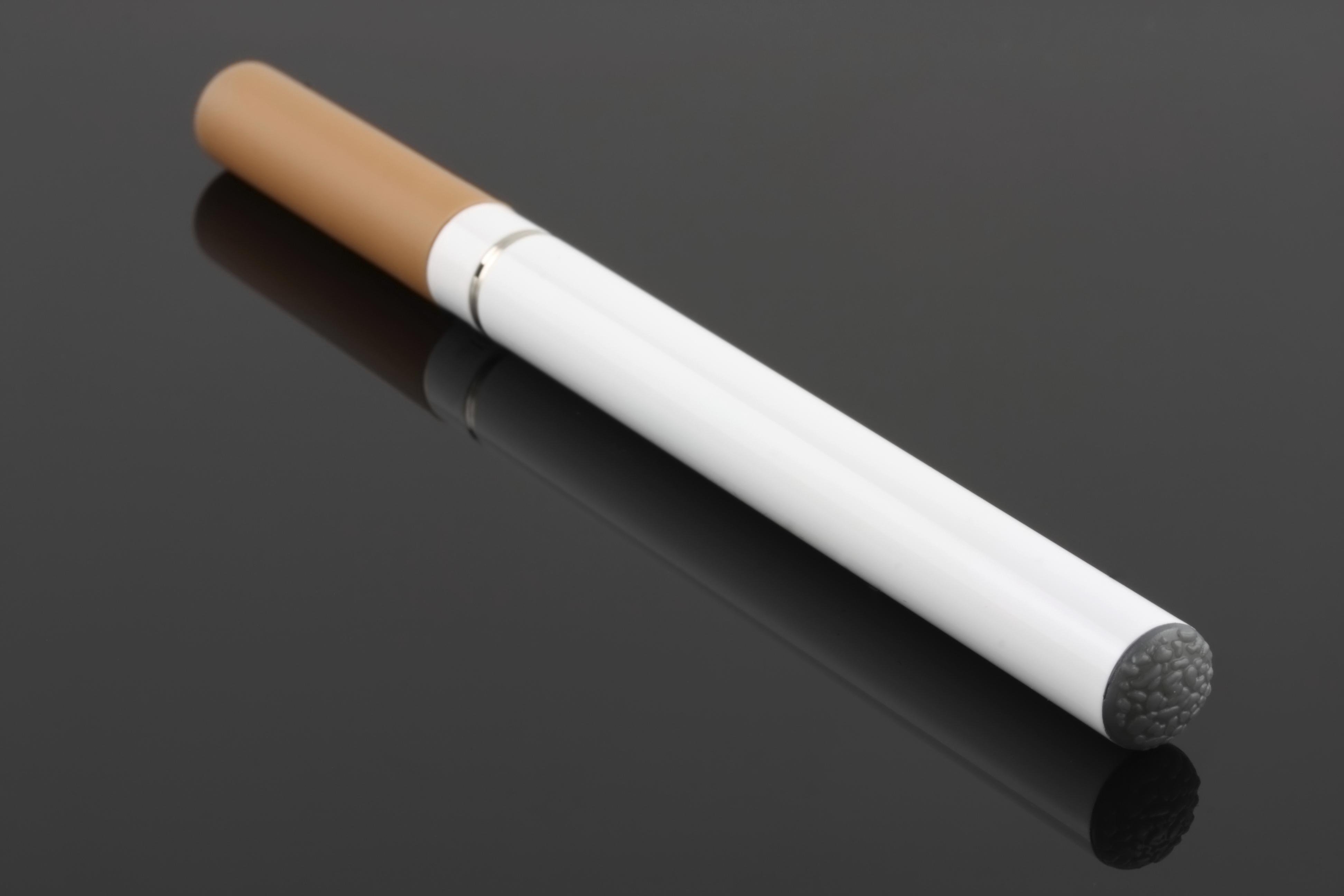 Reino Unido propõe regularizar cigarros eletrônicos como remédios