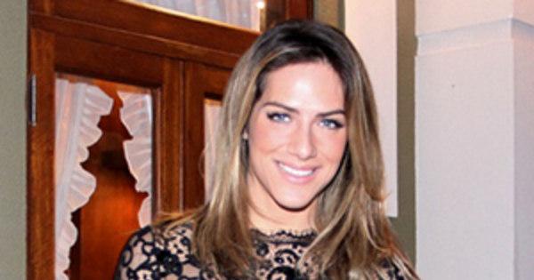 Giovanna Ewbank exibe as curvas com vestido rendado - R7 Meu Estilo - R7  Moda b17dd57c26a