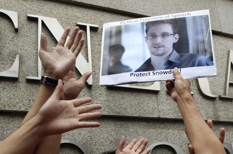 Simpatizantes aplaudem Snowden em Hong Kong