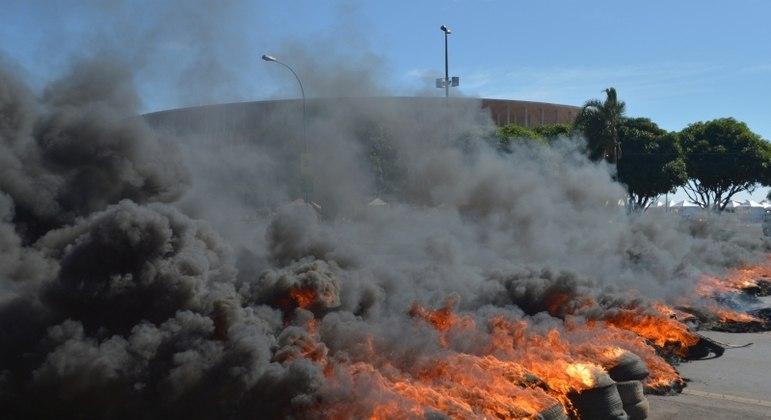 Pneus em chamas