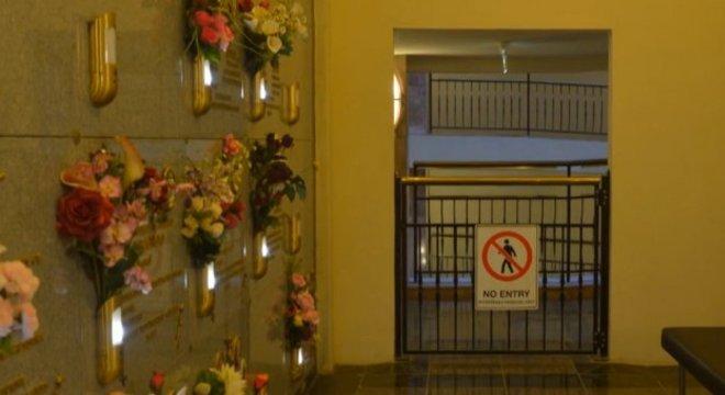 Segundo jornais locais, esse foi o segundo caso de explosão de defuntos no mausoléu