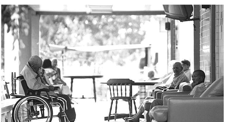 PL previa a internação obrigatória de idosos com mais de 79 anos diagnosticados com Covid