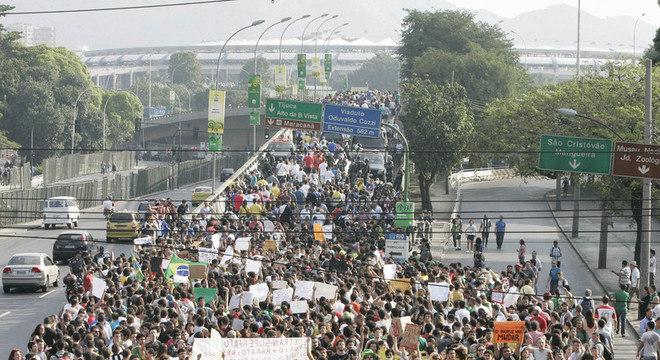 Confronto entre policiais e manifestantes tomaram os arredores do Maracanã