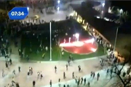 Imagens mostram o momento que policiais dispersam manifestantes