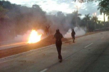 Explosão gerou correria entre manifestantes; PM ainda não divulgou de quem partiu a ordem