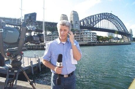 Repórter foi expulso e jornalistas da Globo usam microfone sem logo da emissora