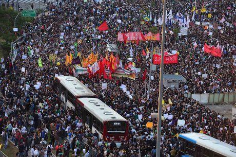 São Paulo chegou a mobilizar 200 mil pessoas nas ruas