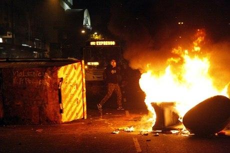 Porto Alegre teve depredações nesta segunda-feira (17)