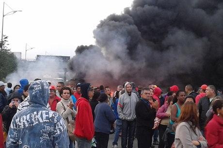 Manifestantes ocupavam pista da Anchieta na manhã desta quarta
