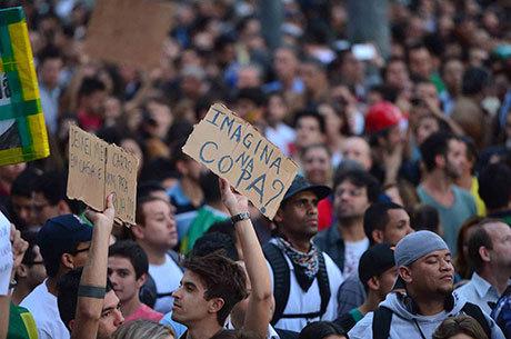 Manifestações pelo Brasil lembraram dos gastos da Copa do Mundo