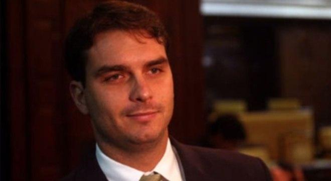 Ex-assessor de Flávio Bolsonaro é acusado pelo Coaf