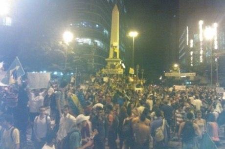 Na noite de ontem, manifestantes ocuparam a praça Sete