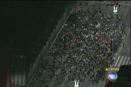 Manifestantes tomam a avenida Paulista nesta quarta-feira