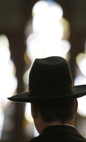 Falsos rabinos renderam funcionários e clientes e levaram o dinheiro em Buenos Aires, na Argentina
