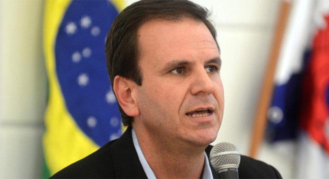 Prefeito convocou entrevista coletiva para anunciar a redução do preço dos ônibus para R$ 2,75 a partir desta quinta
