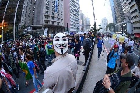 Cerca de 100 mil pessoas se reuniram na avenida Paulista