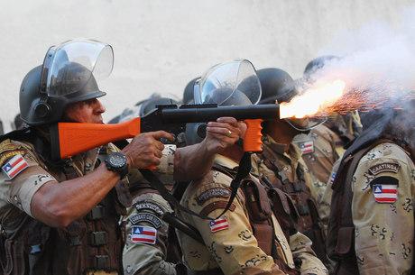 Policiais e manifestantes entraram em confronto em Salvador