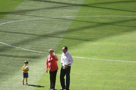 Dilma e Agnelo estiveram na inauguração do Mané Garrincha