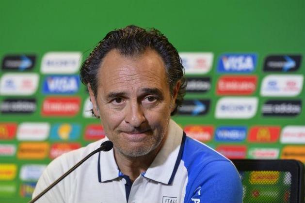 Cesare Prandelli – italiano – 63 anos – sem clube desde que deixou a Fiorentina, em março de 2021 – principais feitos como treinador: chegou à final da Eurocopa de 2012 e foi terceiro colocado da Copa das Confederações de 2013 (Itália)