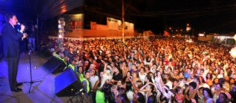 Caravana da Solidariedade realizou um grande show gospel com Fernanda Brum e o ministro da Pesca Marcelo Crivella