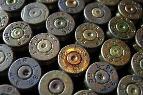 As munições, chamadas Jihawg Ammo, foram revestidas com carne de porco e fundidas com a imagem do animal