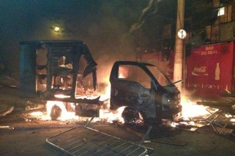 Caminhão usado em entregas virou cinzas