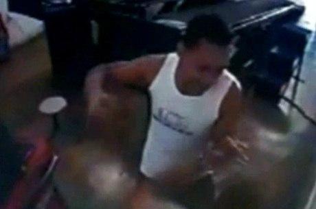 Vítima tinha descido do carro para pedir desculpas ao agressor