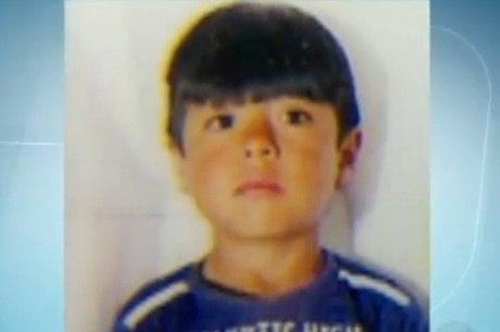 Menino boliviano foi morto no colo da mãe porque chorava demais e os pais não tinham mais dinheiro