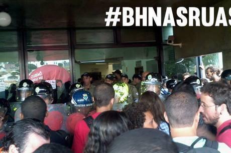 Guardas Municipais usaram spray de pimenta para barrar manifestantes