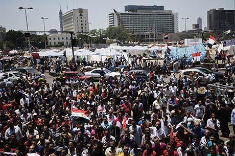 Opositores egípcios já estão reunidos na praça Tahrir um dia antes da grande manifestação