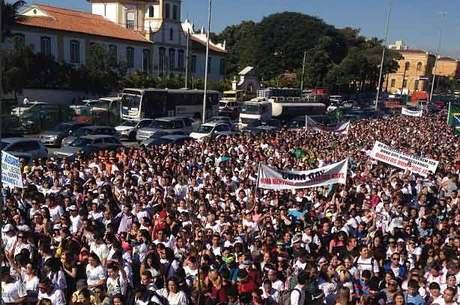Multidão se reúne para Marcha para Jesus