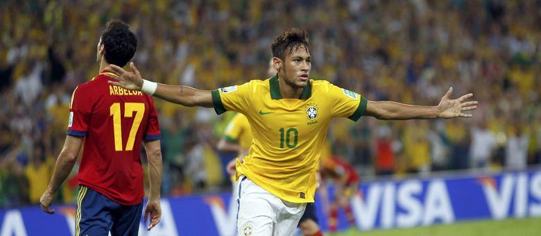 Neymar comemora segundo gol do Brasil na vitória histórica do Brasil sobre a Espanha no Maracanã