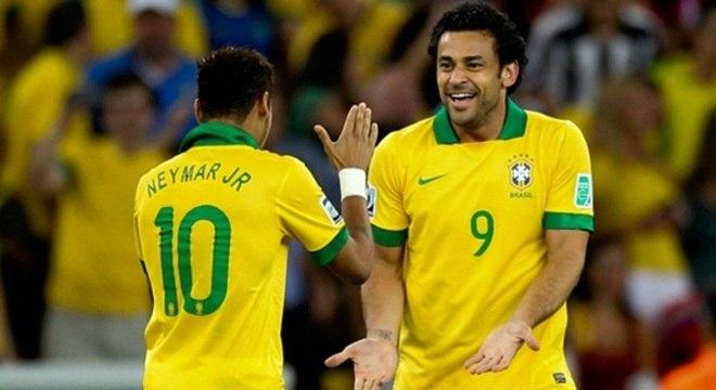 Neymar e Fred, autores dos gols do Brasil: depois do terceiro gol, de Fred, os hermanos entregaram-se, renderam-se, ajoelharam-se aos pés do eterno maior futebol do planeta