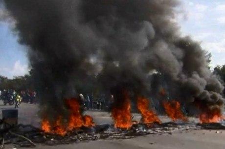 Pneus foram queimados em Santa Luzia