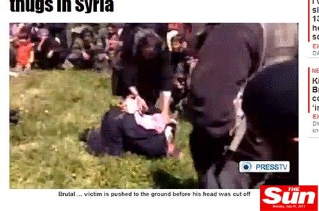 No vídeo divulgado na internet, um homem, que seria o padre François Murad, aparece amarrado e ajoelhado no chão
