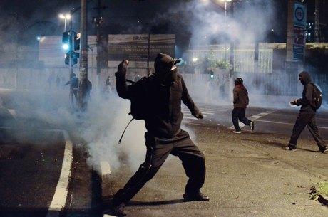 Protesto em SBC acaba com um baleado, 13 detidos, além de saques e vandalismo